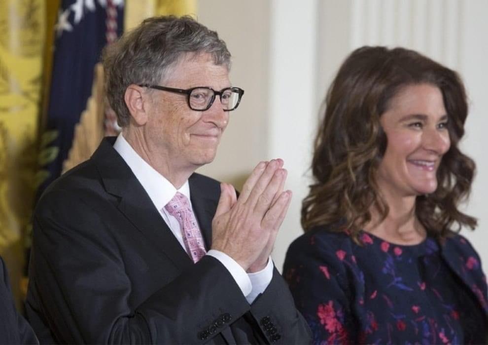 Bill Gates e la moglie Melinda pronti a coprire le spese per il vaccino anti Covid: «Sarà un bene comune»