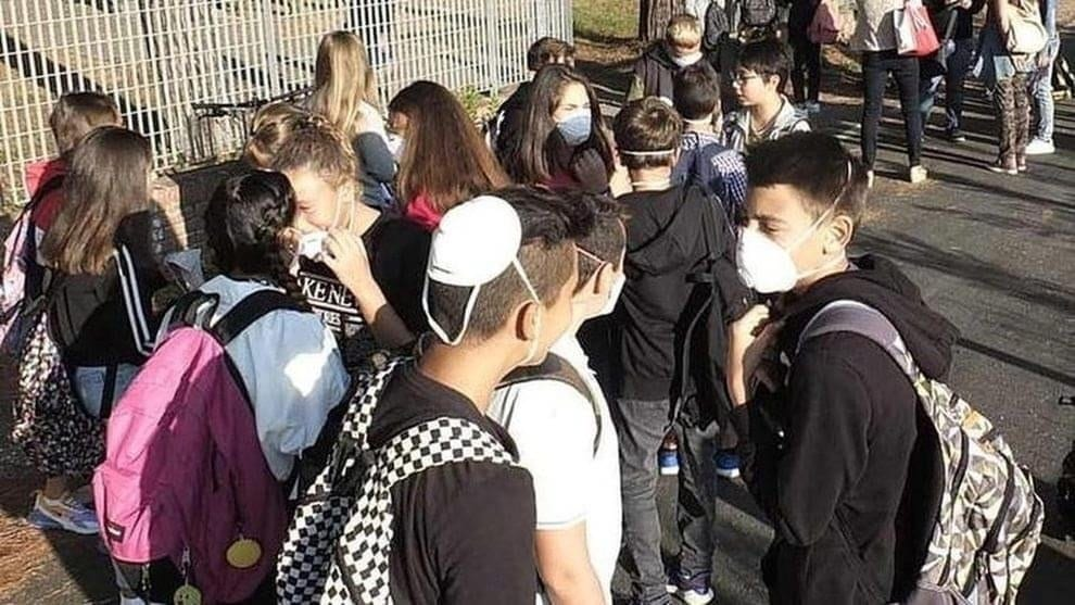 ++ULTIM'ORA++ Ecco le linee guida per la scuola: Si torna a settembre mascherina obbligatoria in classe: aule all'aperto, lunch box e gel, le nuove regole
