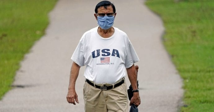 """Coronavirus Usa, in un giorno altri 53mila contagi. Trump: """"Tutto sotto controllo"""". Texas impone la mascherina in pubblico"""