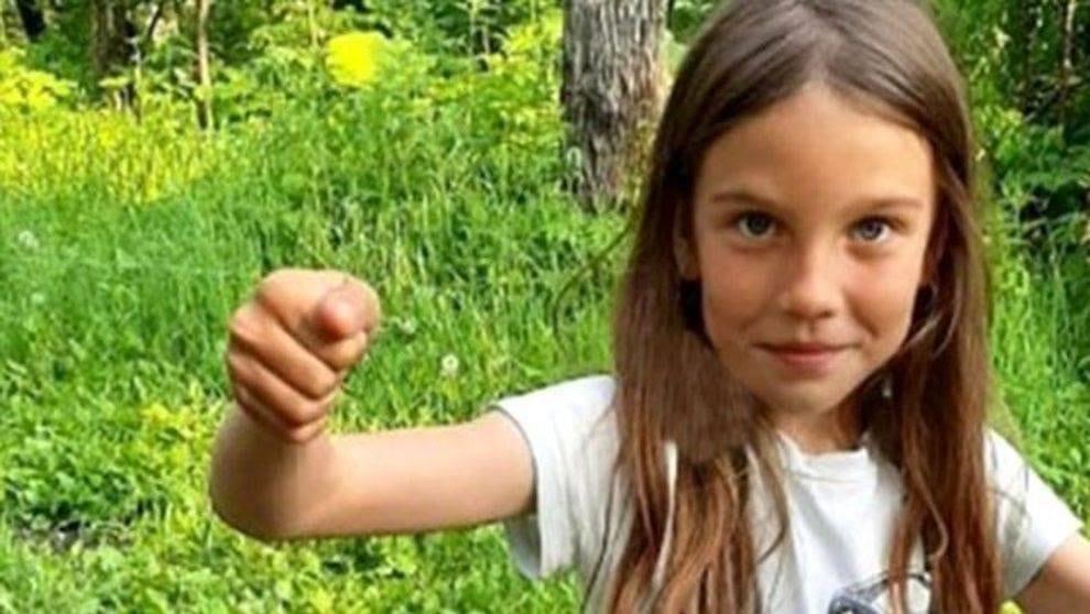 Litiga con i genitori e si allontana da casa a otto anni: stuprata e uccisa da coppia di sposi