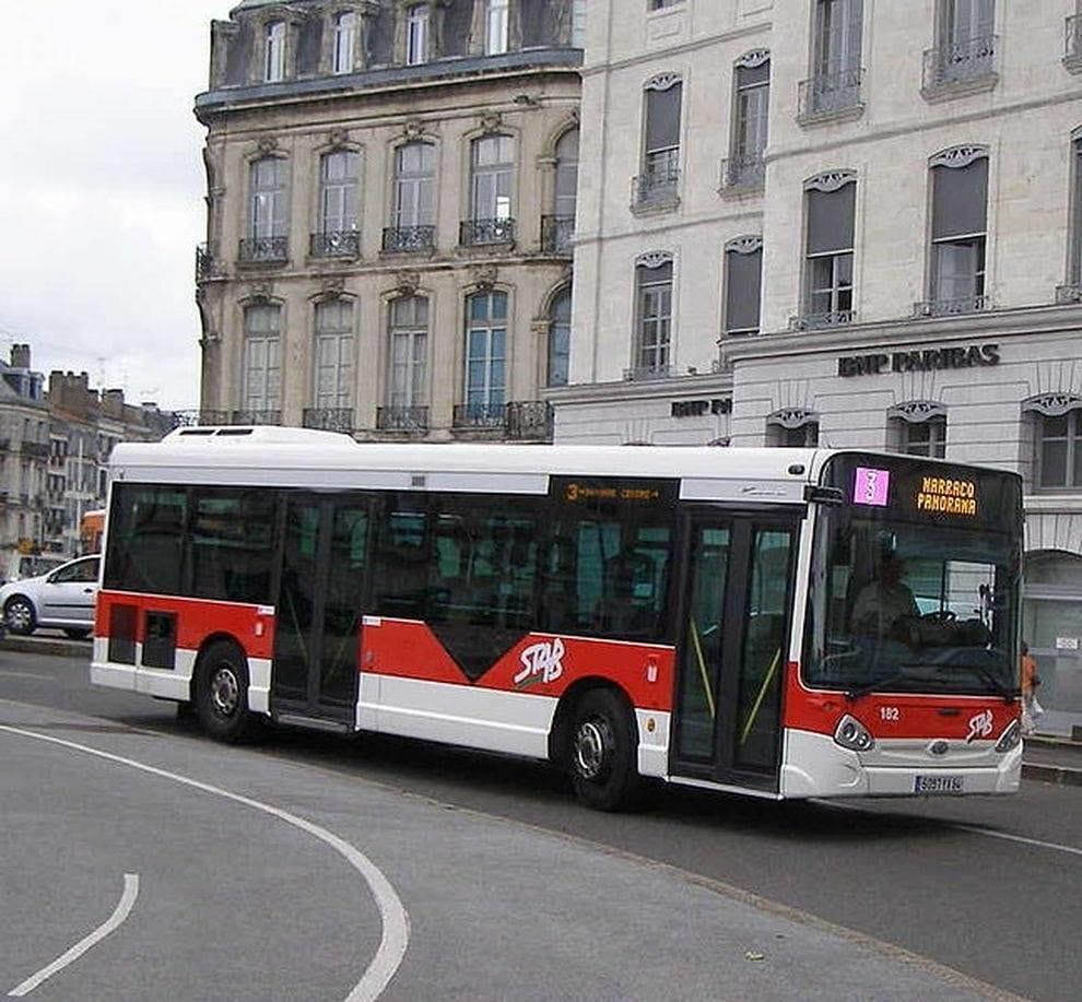 Senza biglietto né mascherina, massacrano l'autista del bus in Francia: per l'uomo dichiarata la morte cerebrale
