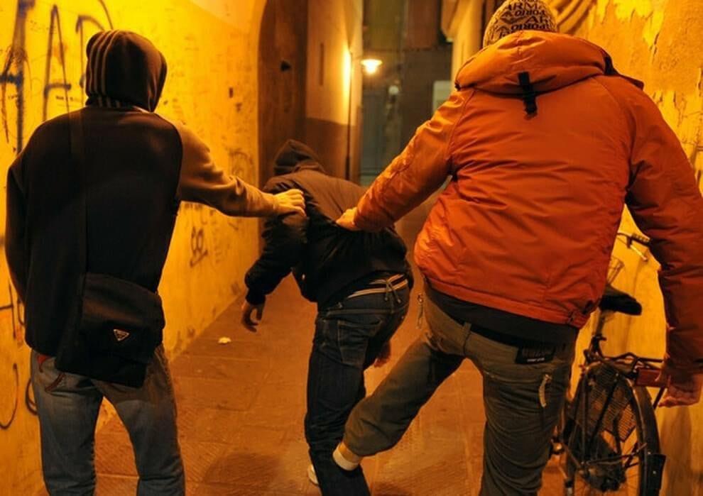 Savona choc, un 22enne come Willy: «Pestato con calci alla testa». Arrestati cinque giovani
