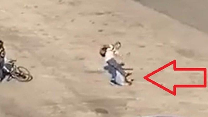 {VIDEO} Prende a calci e pugni in faccia un anziano che difendeva una ragazza e gli rompe il femore: arrestato giovane di 25 anni